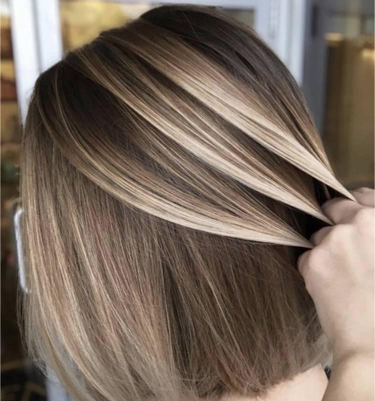 Brushing lisse sur cheveux courts, mi,longs et longs près